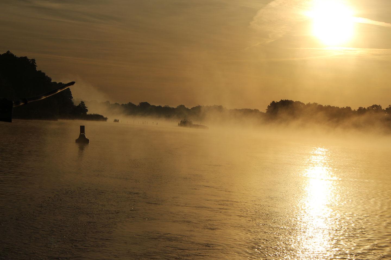 Herbstnebel am frühen Morgen auf dem Kanal zwischen Hohensaaten und Oderberg