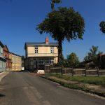 Straße mit Holzhäusern in Haapsalu