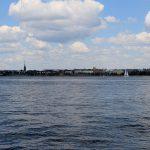 Stadtansicht von Helsinki vom Wasser aus gesehen