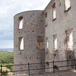 Fassade mit Eckturm der Burgruine von Borgholm